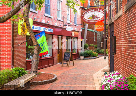 Portsmouth Nh Shopping >> Street Of Portsmouth In New Hampshire Stock Photo 166490990 Alamy