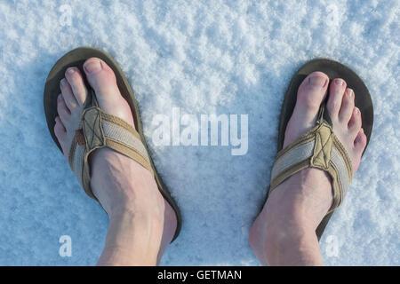 reputable site 48816 4cd59 Barfuß in Flip-Flops im Schnee Stockfoto, Bild: 78042791 - Alamy